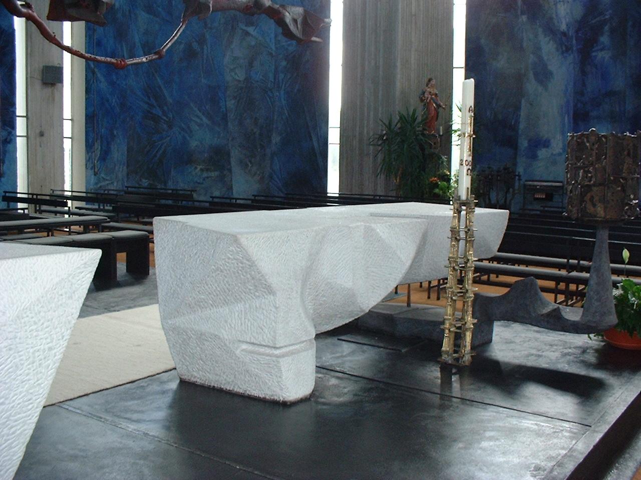 Herzlich willkommen beim rundgang in der heilig geist for Carrara marmor tisch